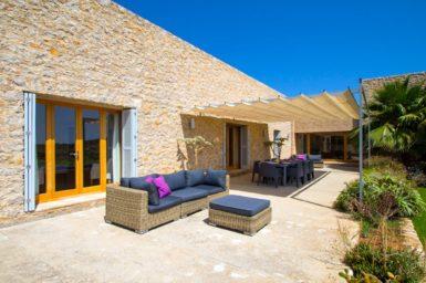 Terrasse mit Außenmöbel