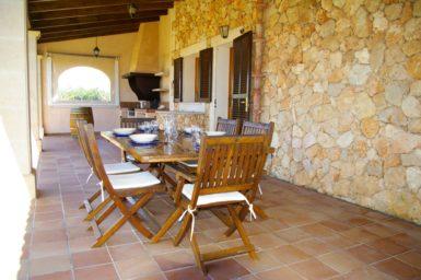 Finca S'Hort - Esstisch auf Terrasse