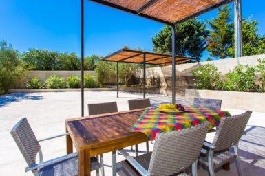 Finca Sa Clova - Esstisch auf der Terrasse