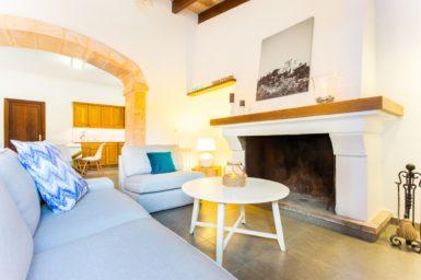 Finca Sa Clova - Kamin im Wohnbereich