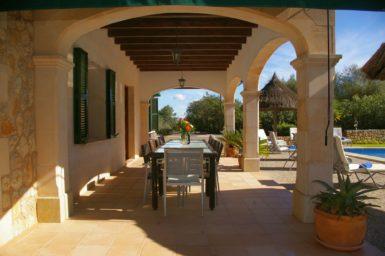 Finca Sa Sinia - überdachte Terrasse
