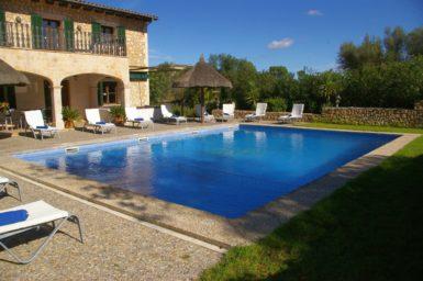 Finca Sa Sinia - großer Pool mit Kinderbereich