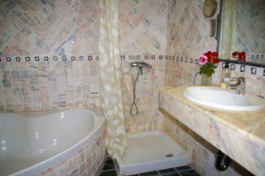 Finca Sa Sinia - Bad mit Dusche und Badewanne