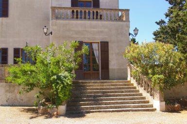 Finca Son Granada - Treppe zur Terrasse