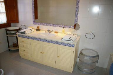 Finca Son Granada - Waschtisch im Bad