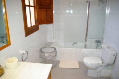 Finca Son Granada - Badewanne mit Duschvorrichtung