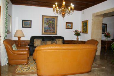 Finca Son Perxa - Wohnzimmer mit Ledercouch