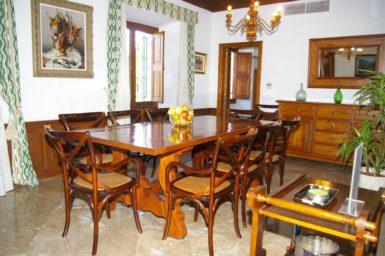 Finca Son Perxa - Esszimmer mit Durchgang zur Küche