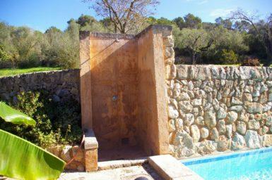 Pool Finca mit Außendusche