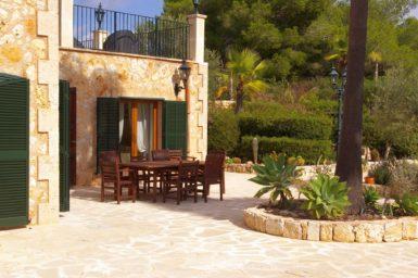 Finca Vall Dor - Sitzplatz am Eingang