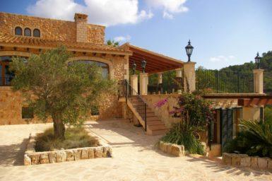 Finca Vall Dor - Treppe zur Terrasse