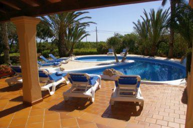 Finca Sanau - Blick von der Terrasse zum Pool