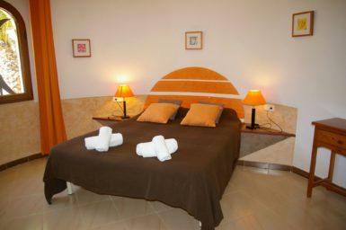 Finca Sanau - Schlafzimmer mit Doppelbett