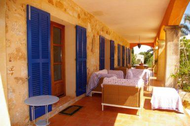 Finca Son Azul Real - überdachte Terrasse