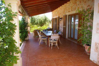 Überdachte Terrasse mit Essplatz Finca Manuela