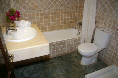 Finca Sa Pleta - Bad mit Badewanne und Dusche
