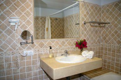 Finca Sa Pleta - Waschbecken im Marmorbad