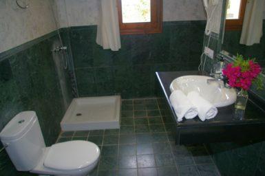 Finca Sa Pleta - Bad mit Dusche und Badewanne