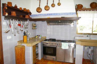 Finca Tomeu - Küche mit Gasherd
