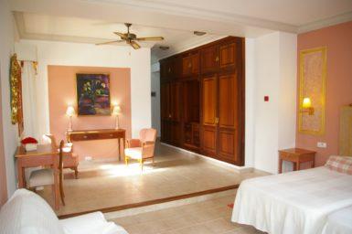 Finca Tomeu - Schlafzimmer mit Einbauschrank