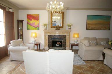 Finca Tomeu - Wohnbereich mit Kamin