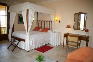 Finca Tomeu - Schlafzimmer mit Himmelbett