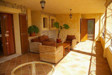Terrasse mit gemütliche Außenmöbel