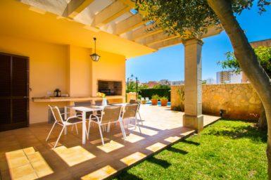 Terrasse mit Außengrill