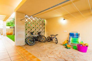 Fahrräder und Kinderspielzeug