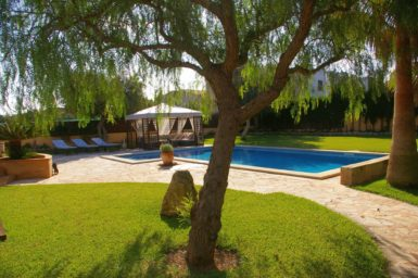 Villa Colom - Pool mit Poolterrasse