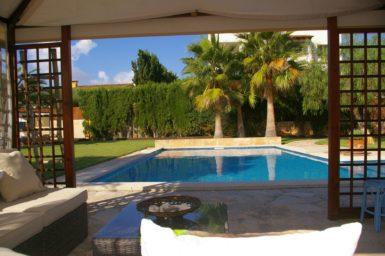 Villa Colom - gemütliche Sitzcouch am Pool