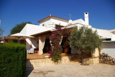Villa Colom - überdachte Terrasse