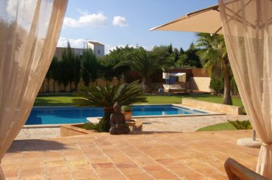 Villa Colom - große Terrasse am Pool