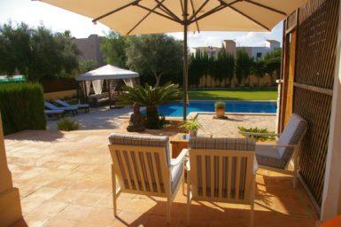 Villa Colom - Blick in den Garten mit Pool