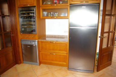 Villa Colom - Kühlschrank und Weinkühlschrank
