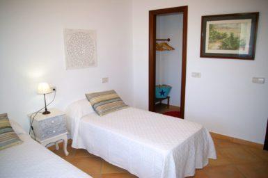 Villa Colom - Schlafzimmer mit Begehbaren Kleiderschrank