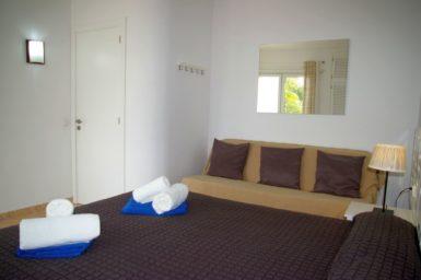 Ferienhaus Playa Dor - Schlafzimmer mit Klimaanlage