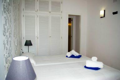 Ferienhaus Playa Dor - Schlafzimmer mit Bad en Suite