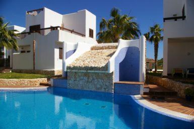 FerienhGemeinschaftspool mit Außenduschenaus-Mallorca_Marina-Dor-5_strandnah_5