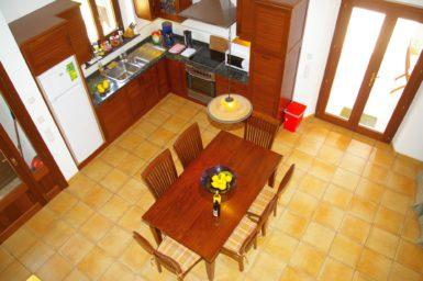 Blick von ober auf die Küche