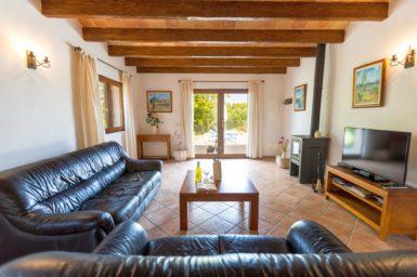 Wohnzimmer mit Zugang auf die Terrasse