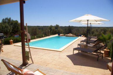 Poolbereich mit Ausblick