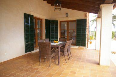 Essplatz mit Zugang zur Küche