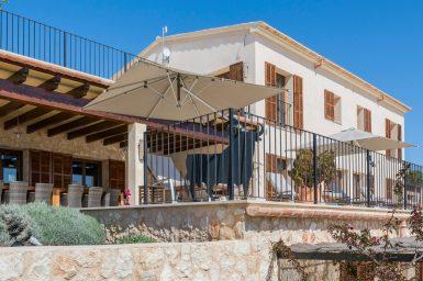 Terrasse mit Zugang in die Küche