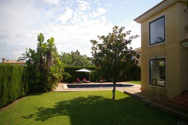 Rasenflächen der Villa